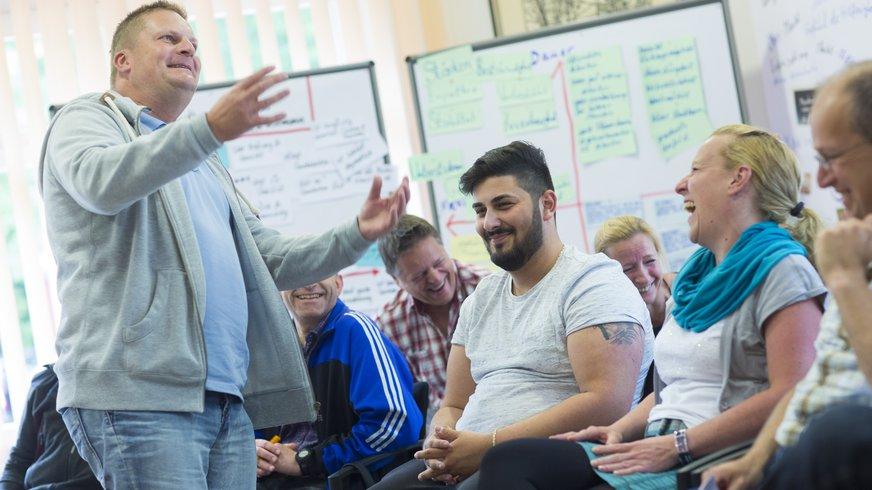 Seminarteilnehmende in Diskussion